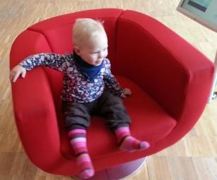 F und Sessel vorne